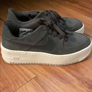 Platform Nike airs